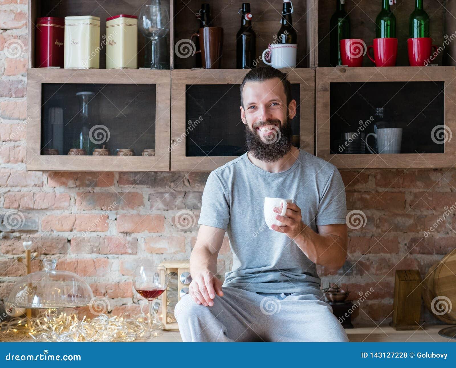 早晨饮料温暖能量幸福行家杯子