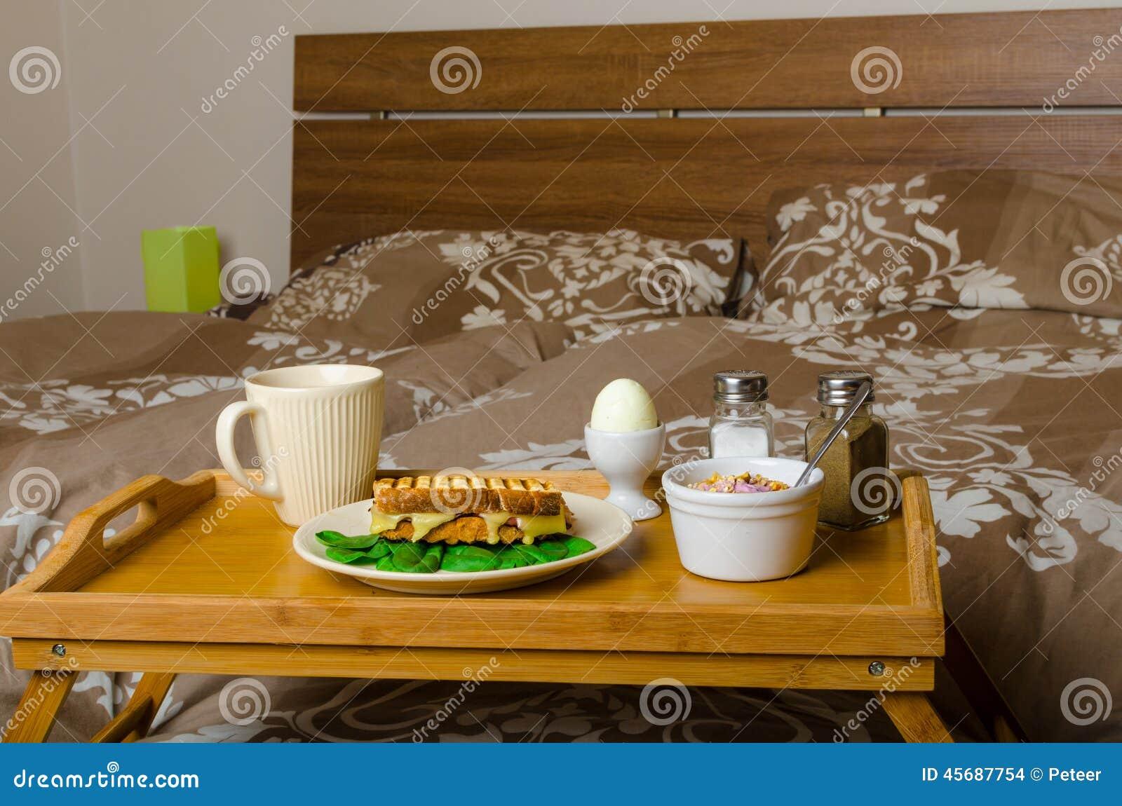 早餐在河床上 库存照片 - 图片: 45687754图片