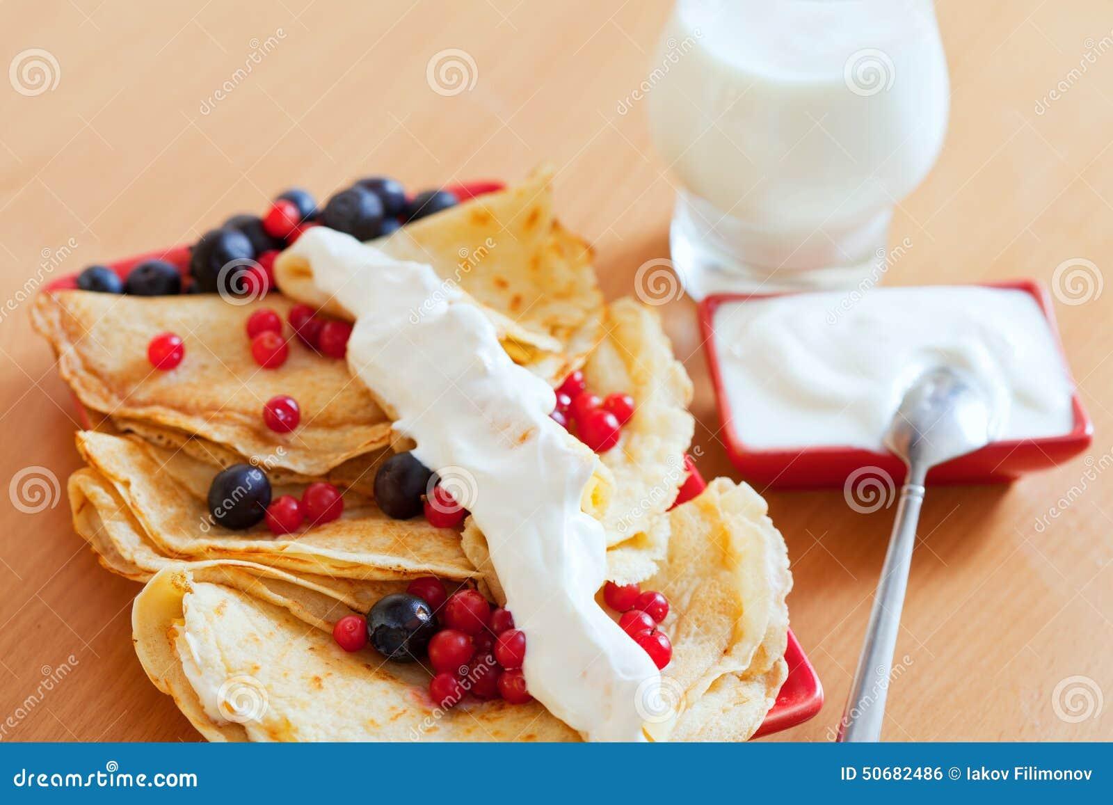 Download 早餐甜点薄煎饼特写镜头 库存照片. 图片 包括有 俄国, 苹果酱, 烙饼, 自创, 点心, 制动手, 正餐 - 50682486