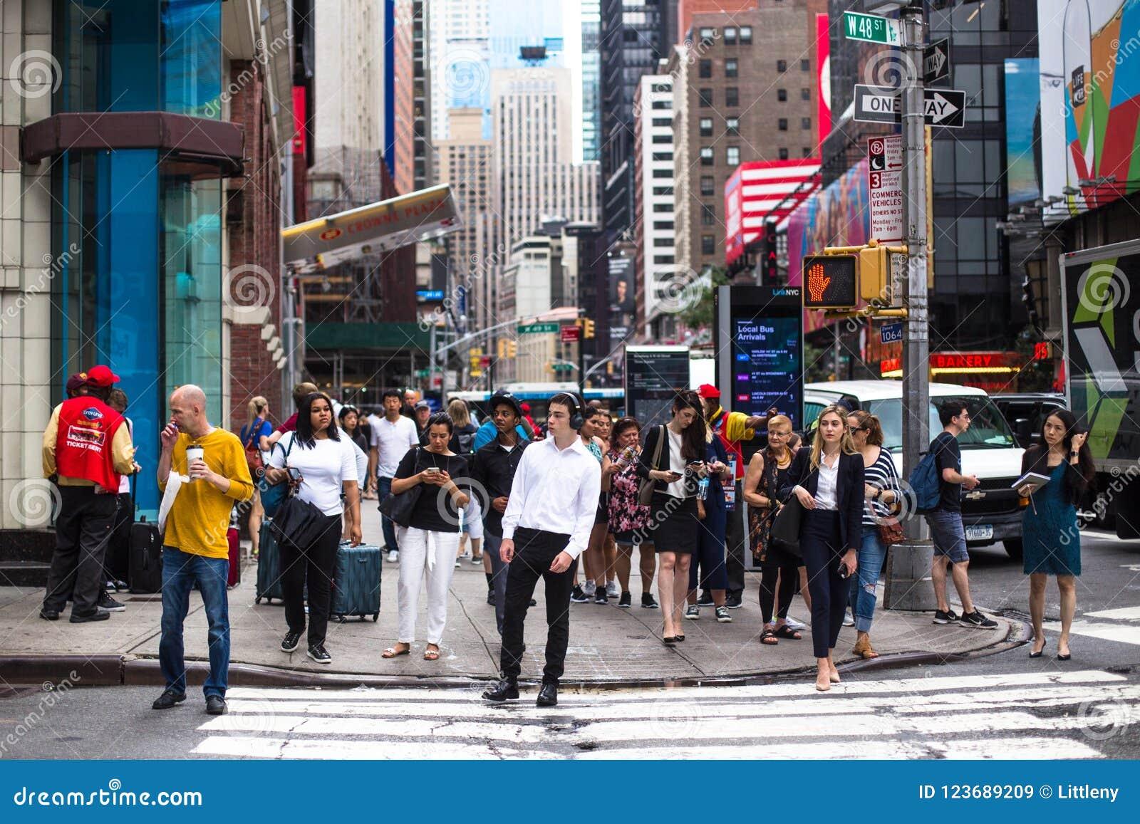 时代广场纽约人群