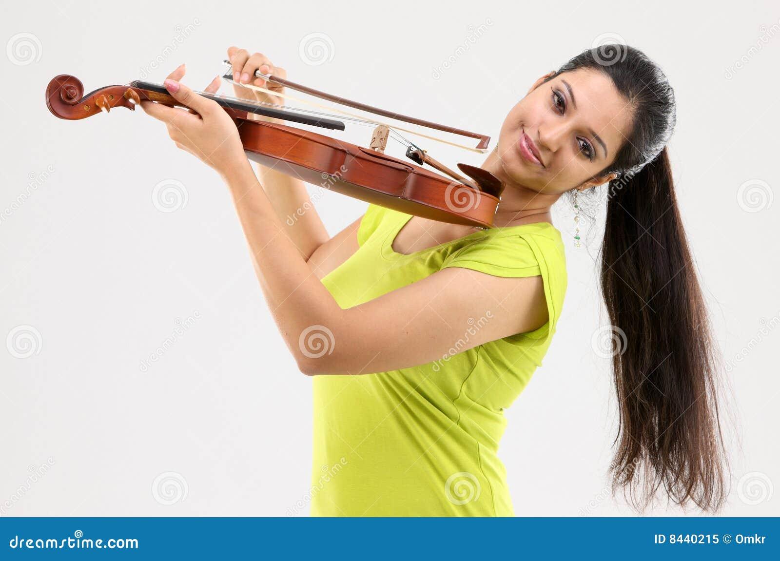 时兴的女孩小提琴