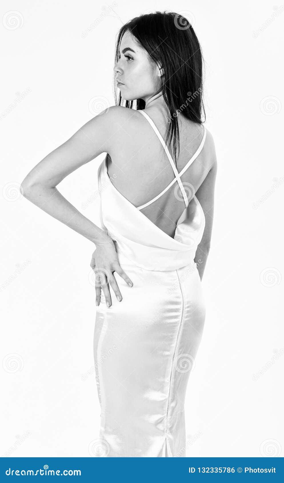 时尚婚礼概念 典雅的白色礼服的妇女有后面的裸体的,白色背景 时装模特儿展示