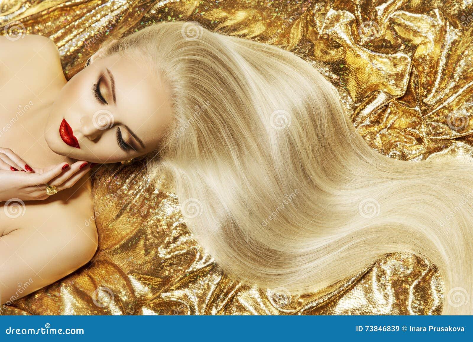 时装模特儿金子颜色发型,妇女长的挥动的发型