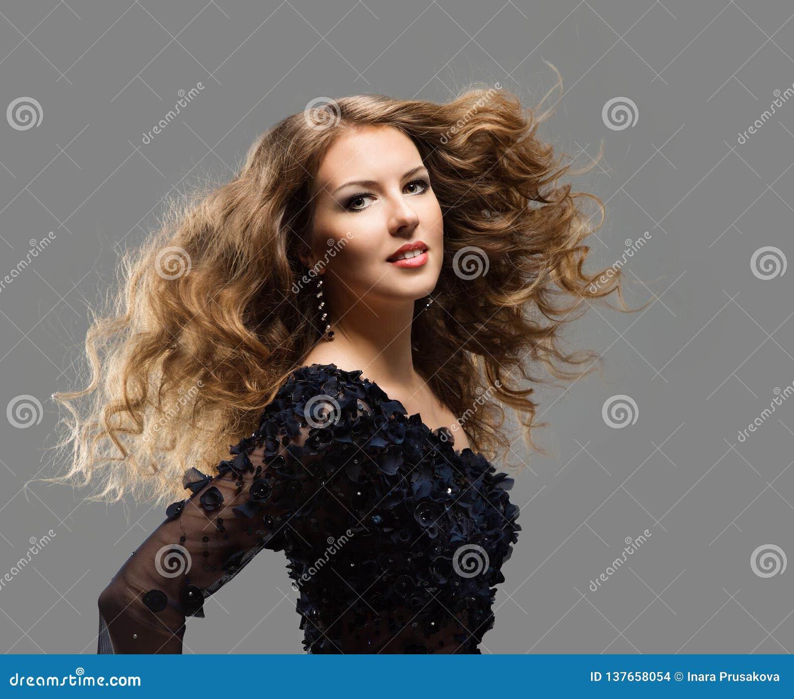 时装模特儿长发、妇女长发关心和治疗,少女挥动的发型