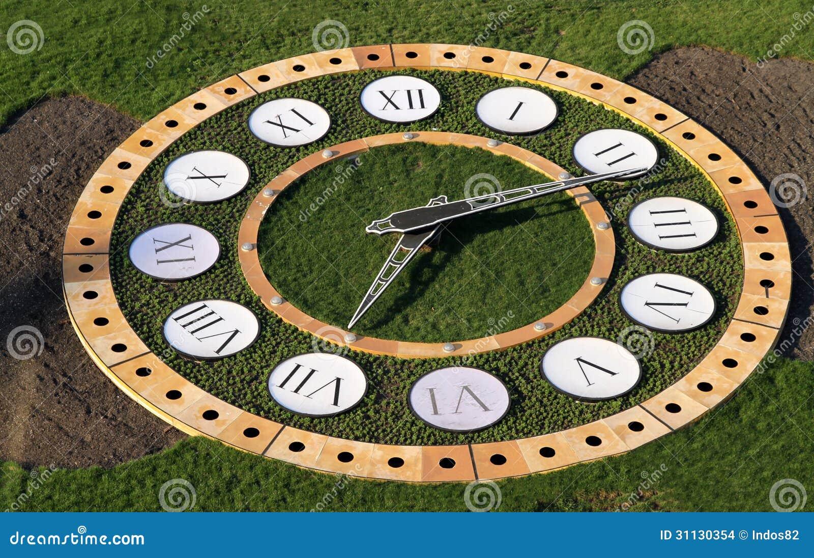 时钟在公园