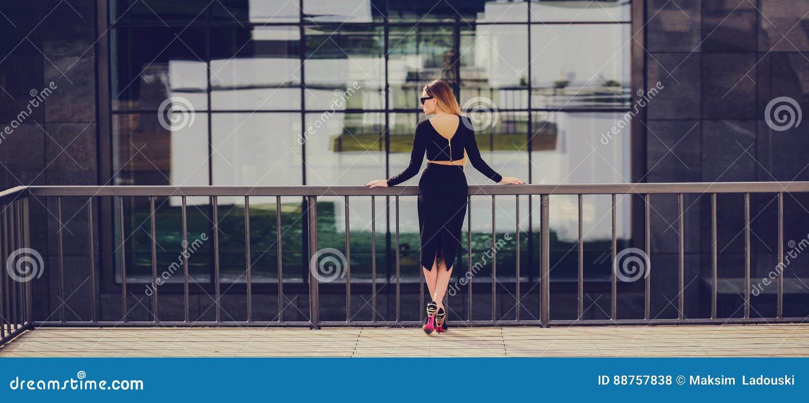 时髦的女人金发碧眼的女人妇女