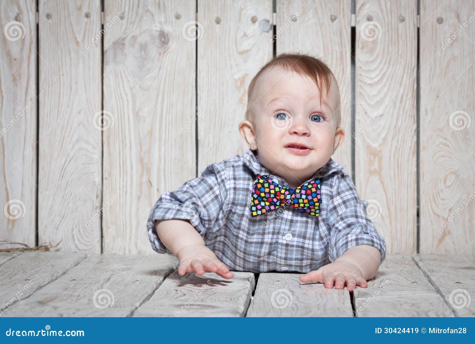 帅的小男孩�yg�_时髦的滑稽的小男孩