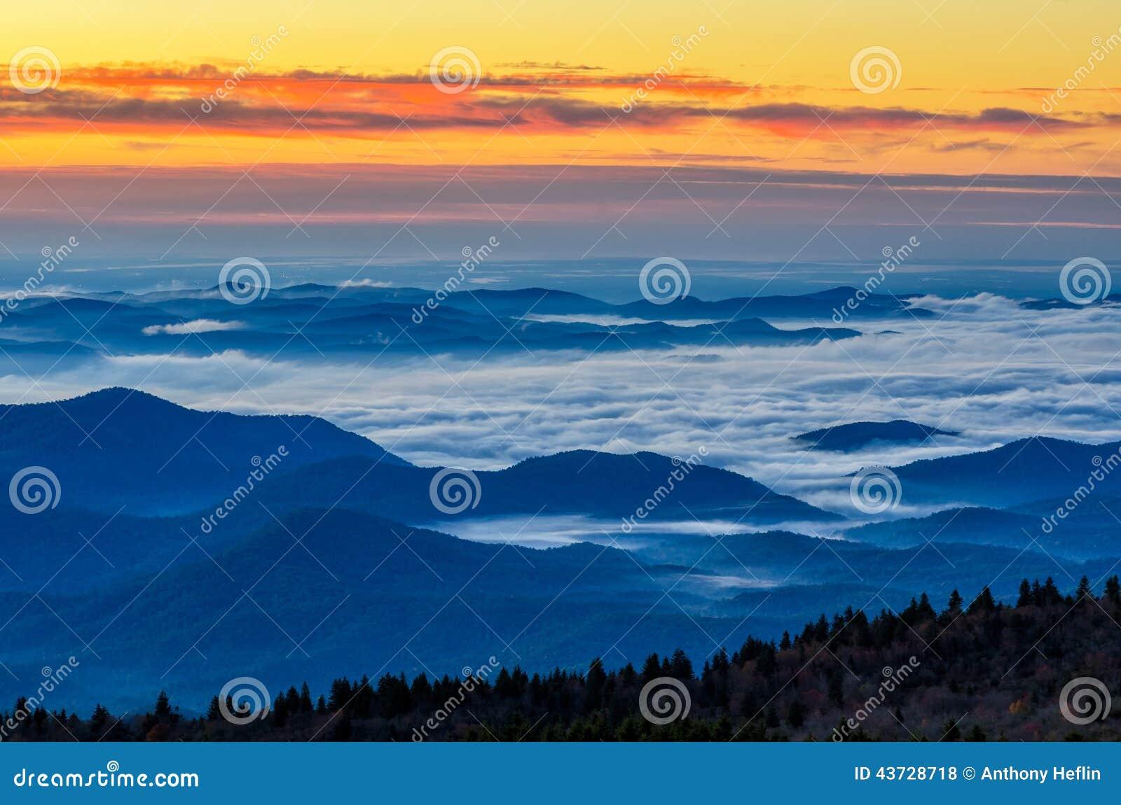 黎明,从黑凤仙花瘤的蓝岭山行车通道