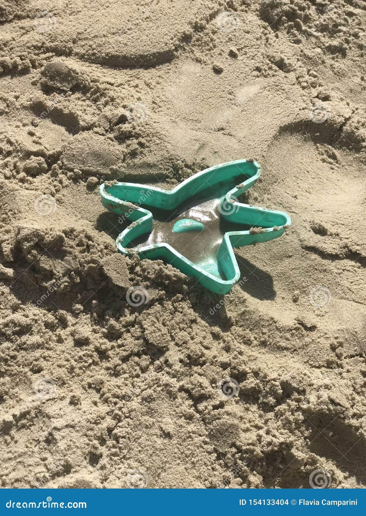 星在海滩的沙子玩具