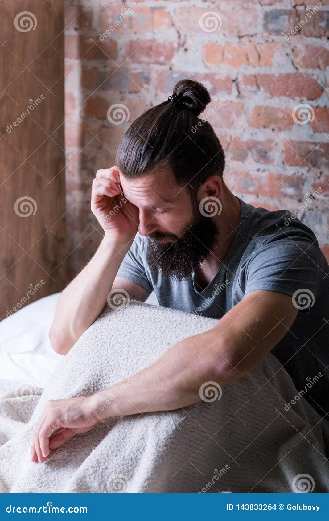 星期一早晨睡意人床疲倦了困