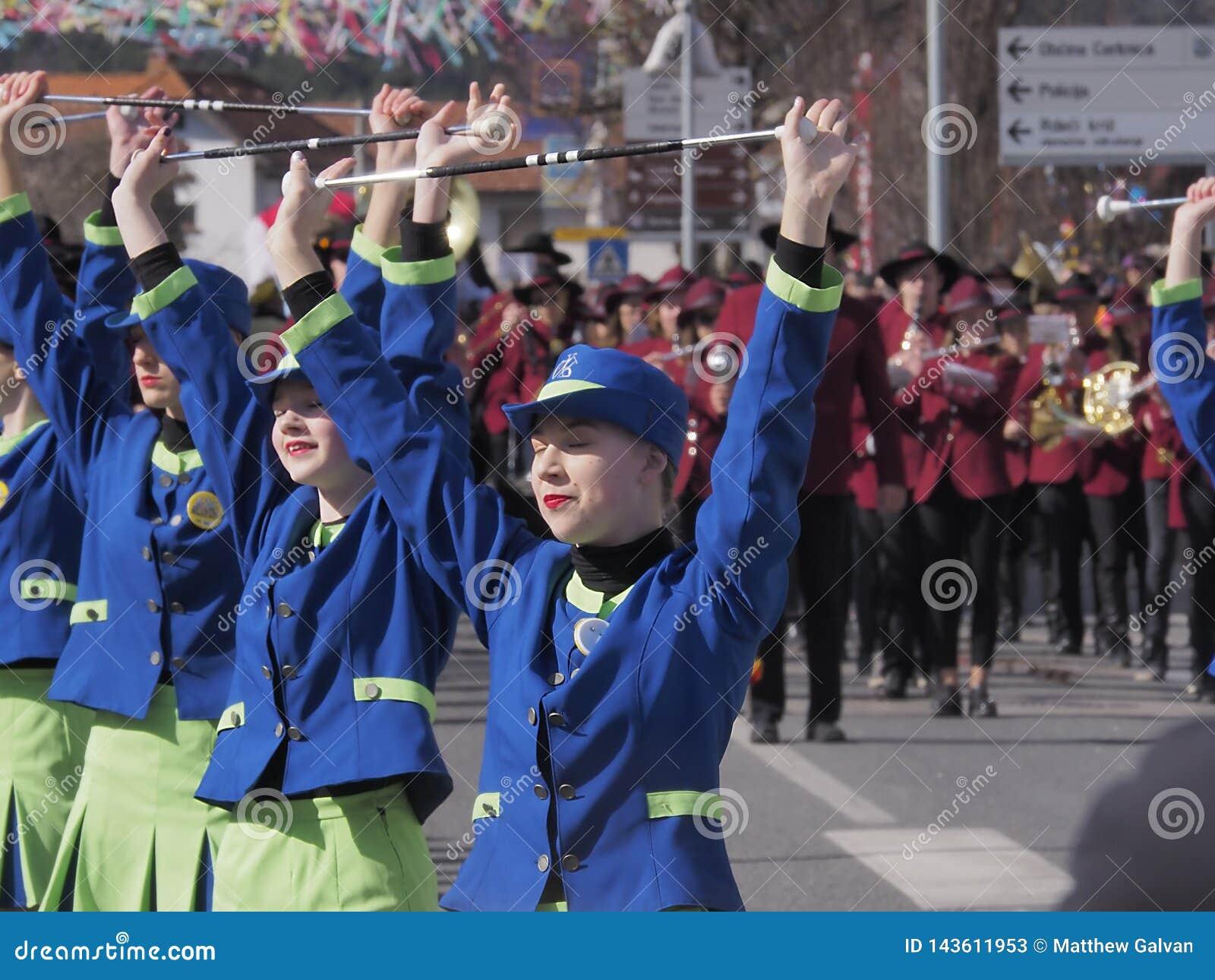 春天游行的指挥队