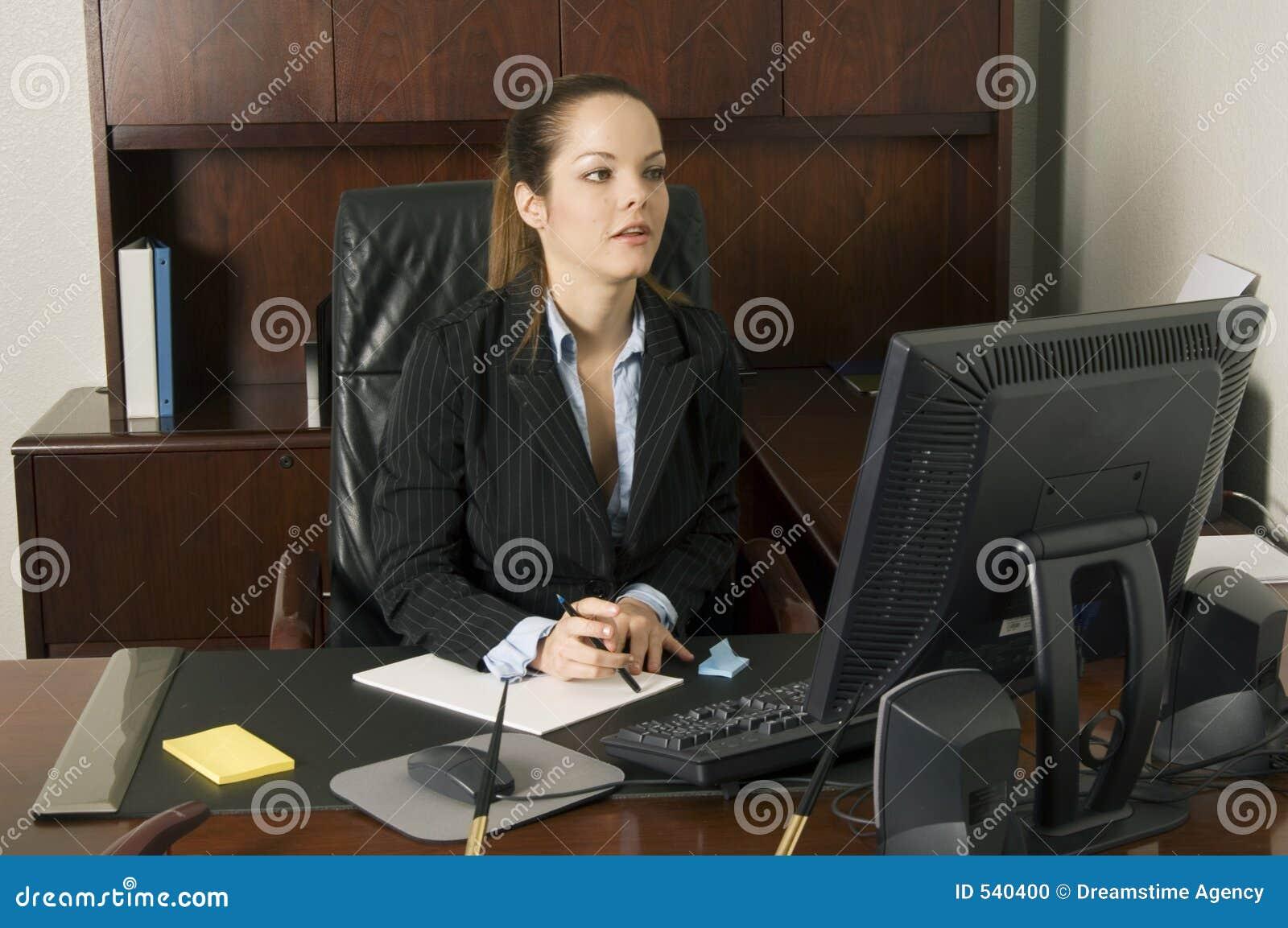 Download 是在i ll权利那里 库存照片. 图片 包括有 严格, 办公室, 对话, 交易, 白种人, 商业, 交谈, 远程 - 540400