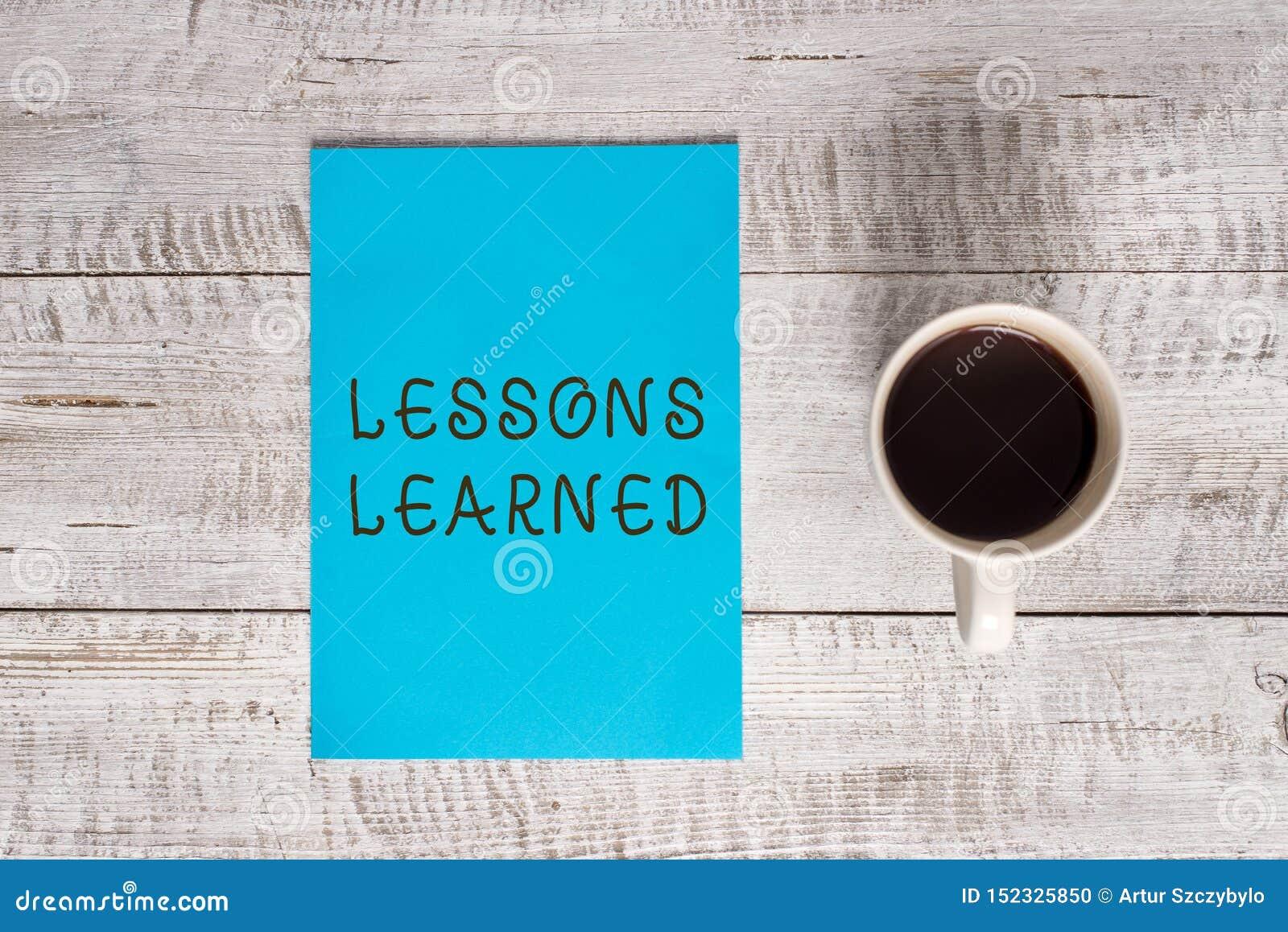 显示取得的经验的概念性手文字 企业照片文本知识或理解由经验获取了