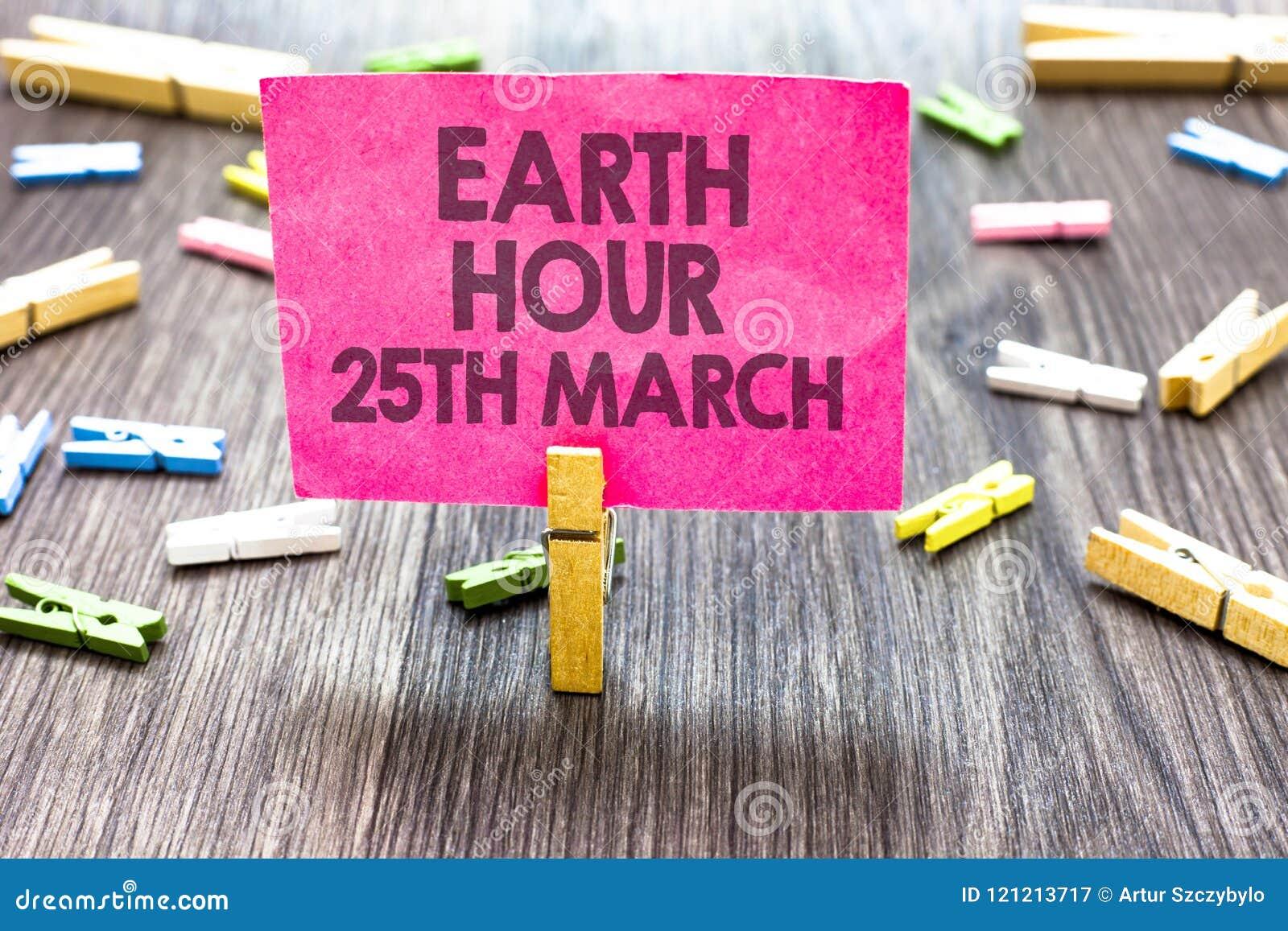 显示地球小时3月25日的文字笔记 对行星的企业照片陈列的标志承诺组织了全世界资金Multip
