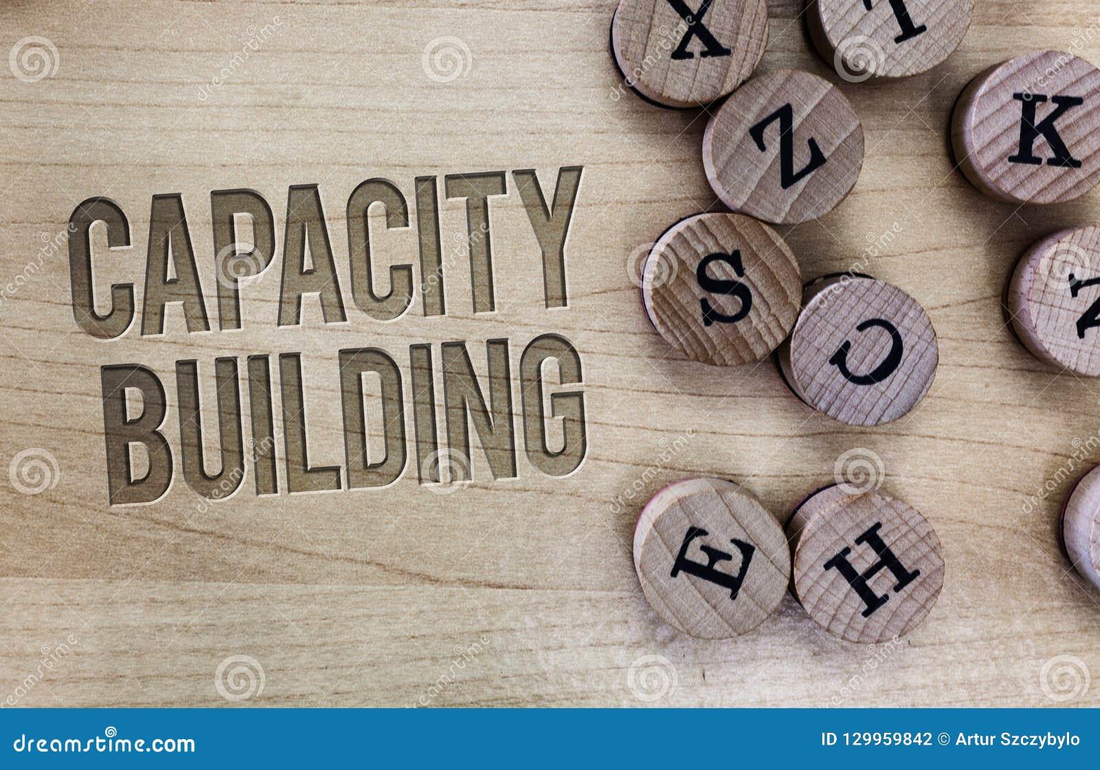 显示建筑物容纳力的概念性手文字 企业照片陈列加强个体的能力
