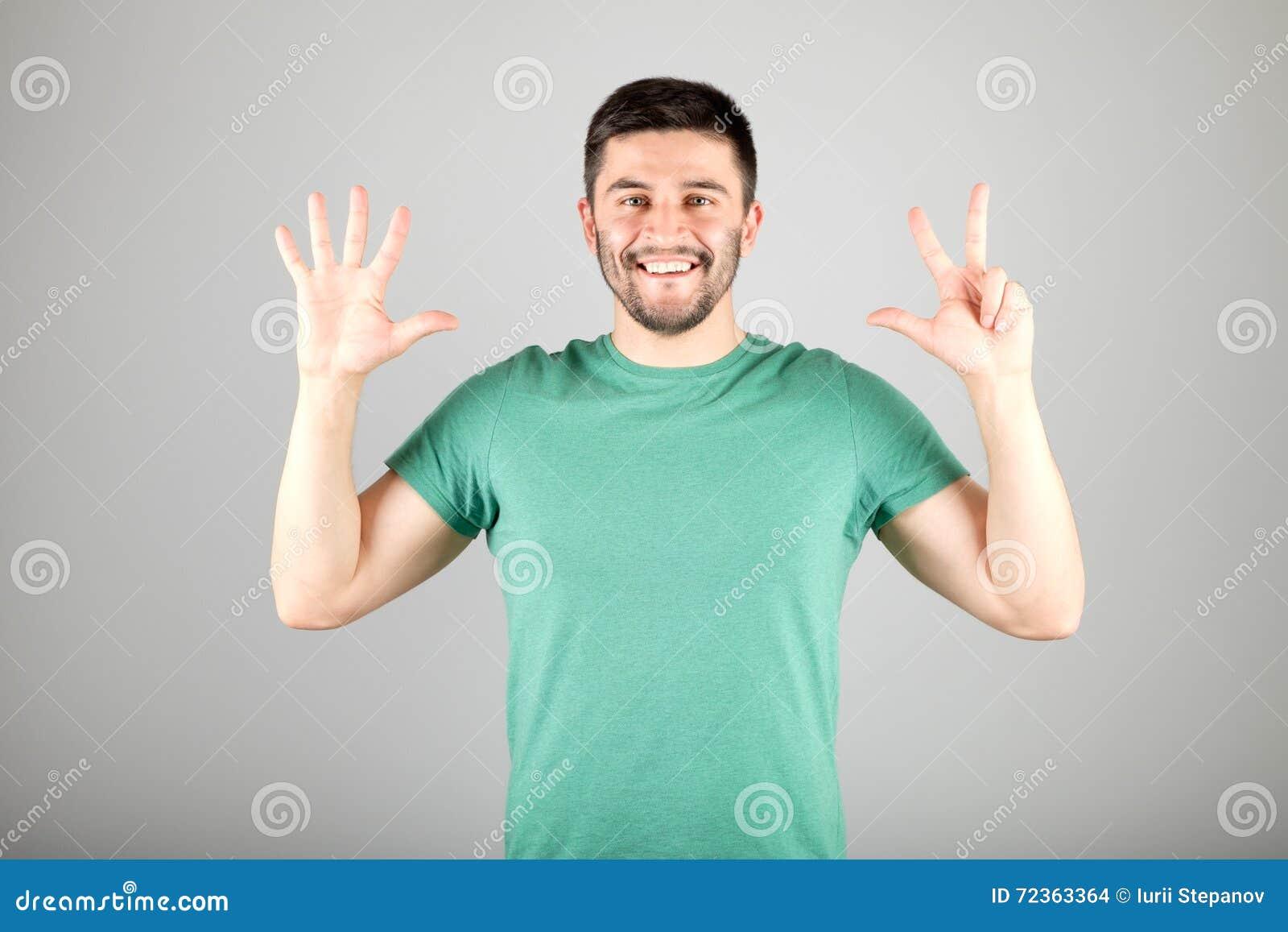 显示数字的人由手指
