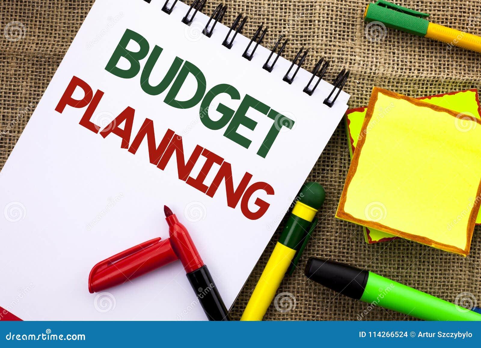 显示预算计划的文字笔记 陈列收入和费用命令的财政Plannification评估的企业照片