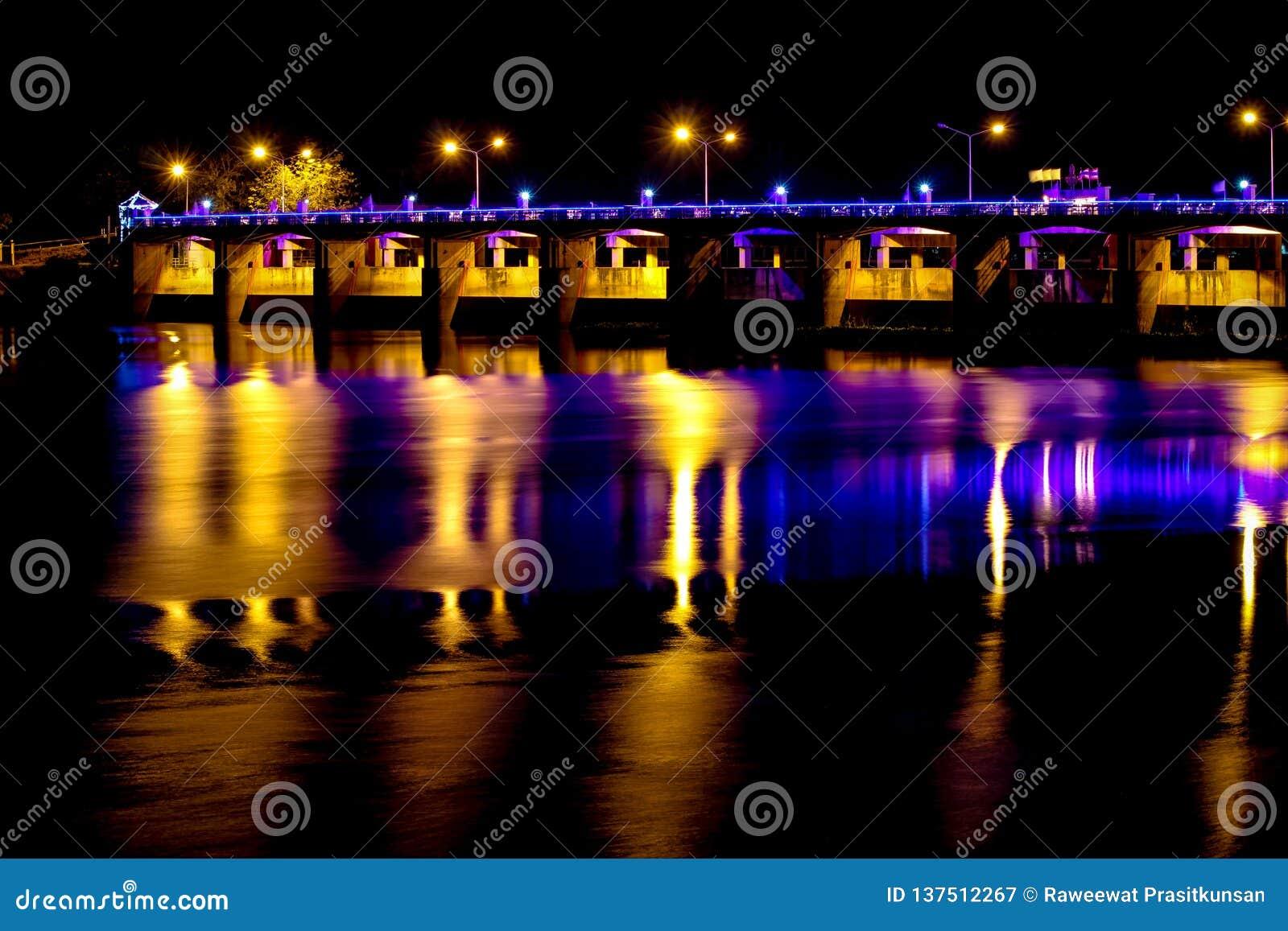 晁Phraya水坝Chai Nat