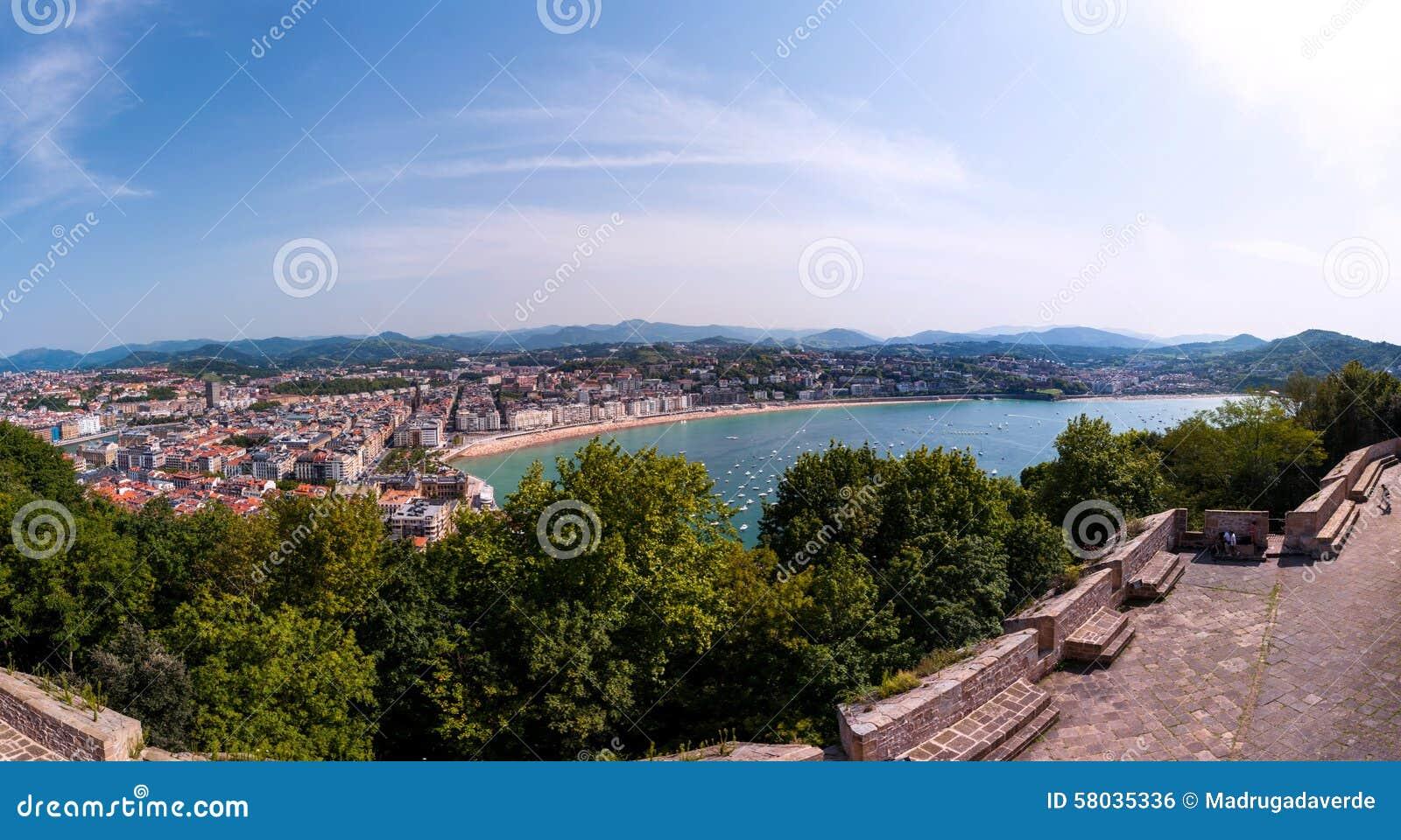 普遍的旅游城市圣塞瓦斯蒂安,西班牙鸟瞰图