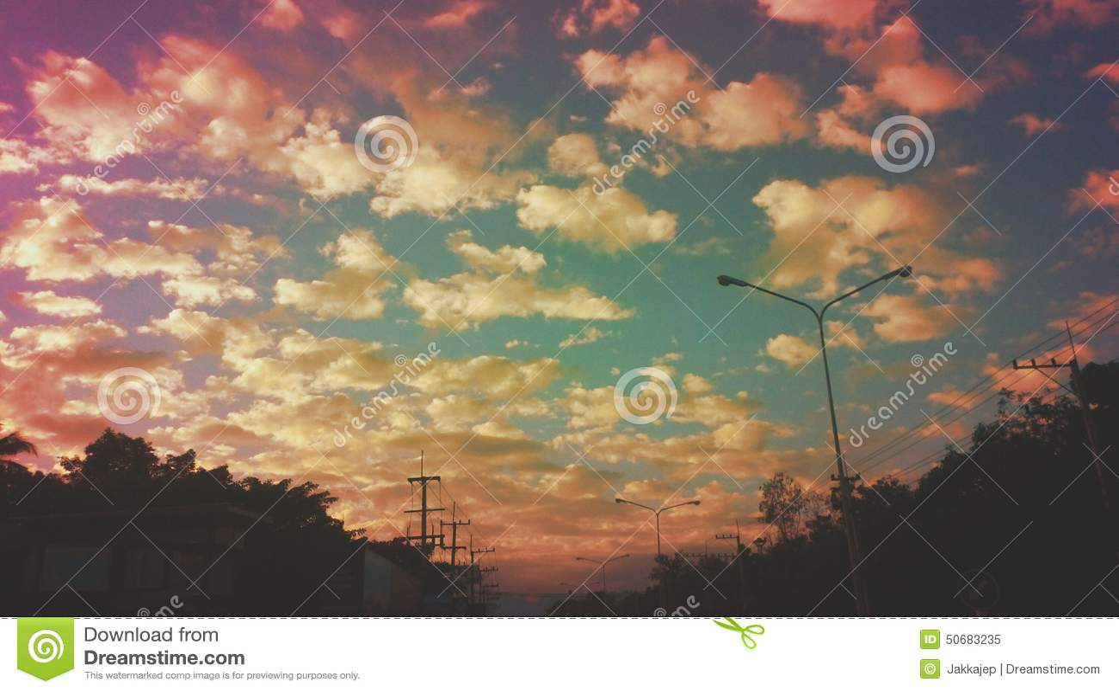 Download 暮色skyandclouds 库存图片. 图片 包括有 横向, 墙纸, 天空, 背包, 微明 - 50683235