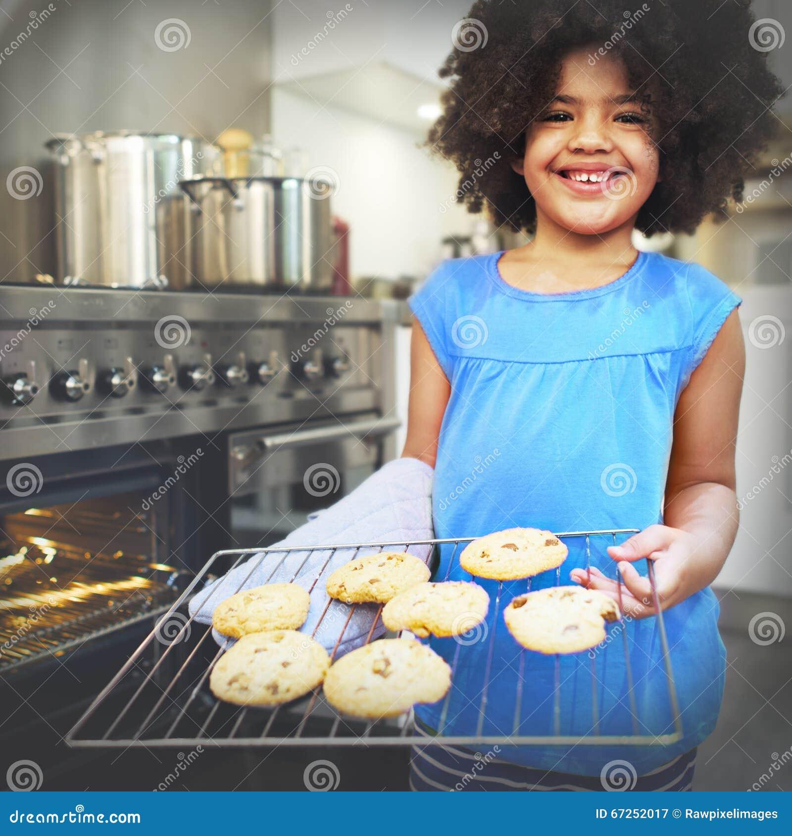 曲奇饼烘烤面包店儿童点心发现休闲概念