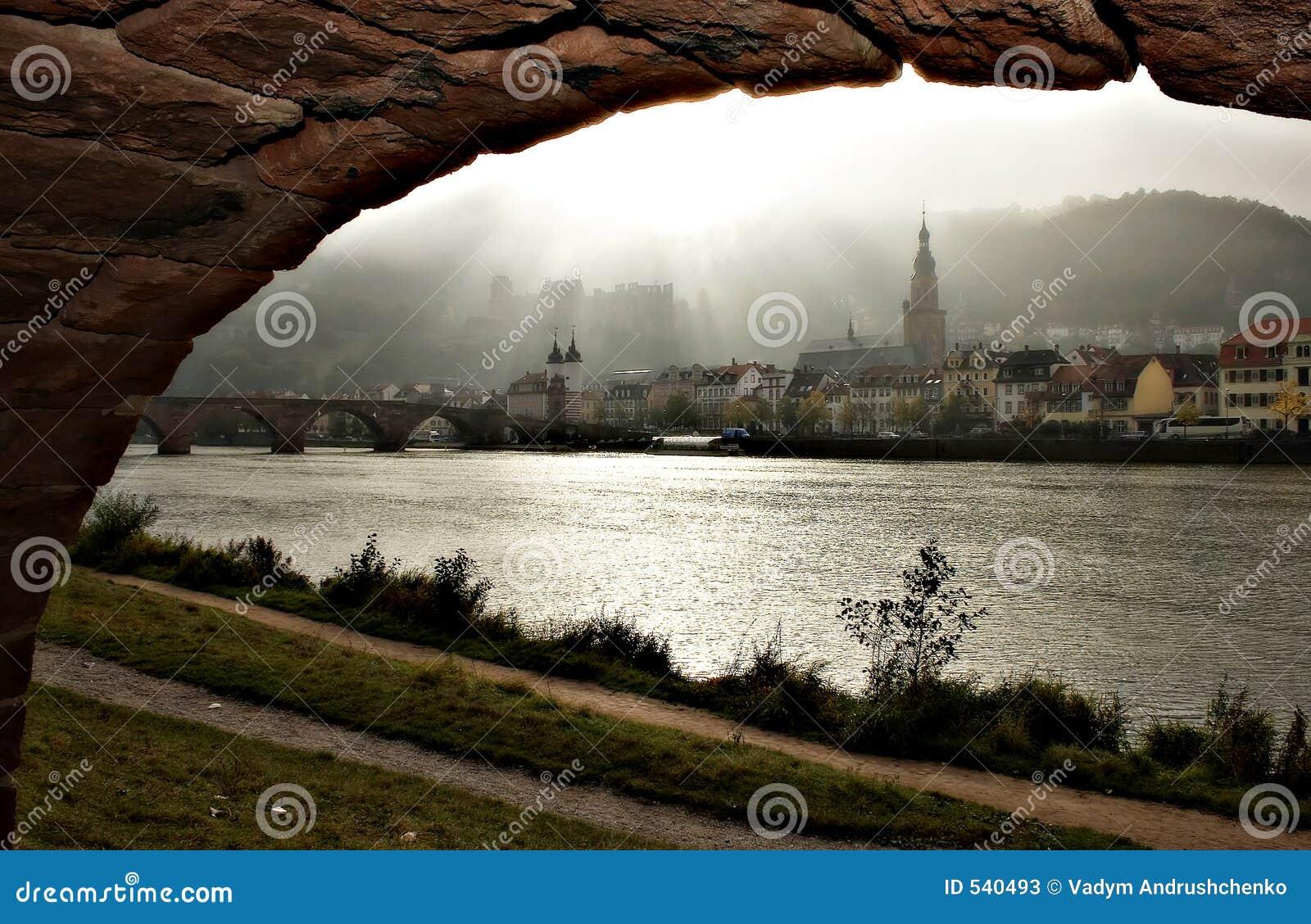 Download 曲拱城市 库存图片. 图片 包括有 教会, 城堡, 样式, 布哈拉, 有雾, 欧洲, 早晨, 城市, 德国, 小山 - 540493