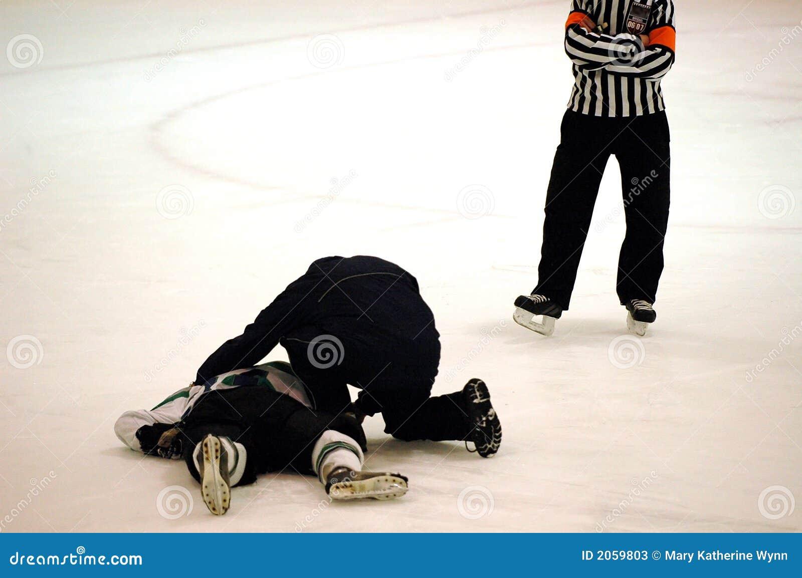 曲棍球被伤害的球员