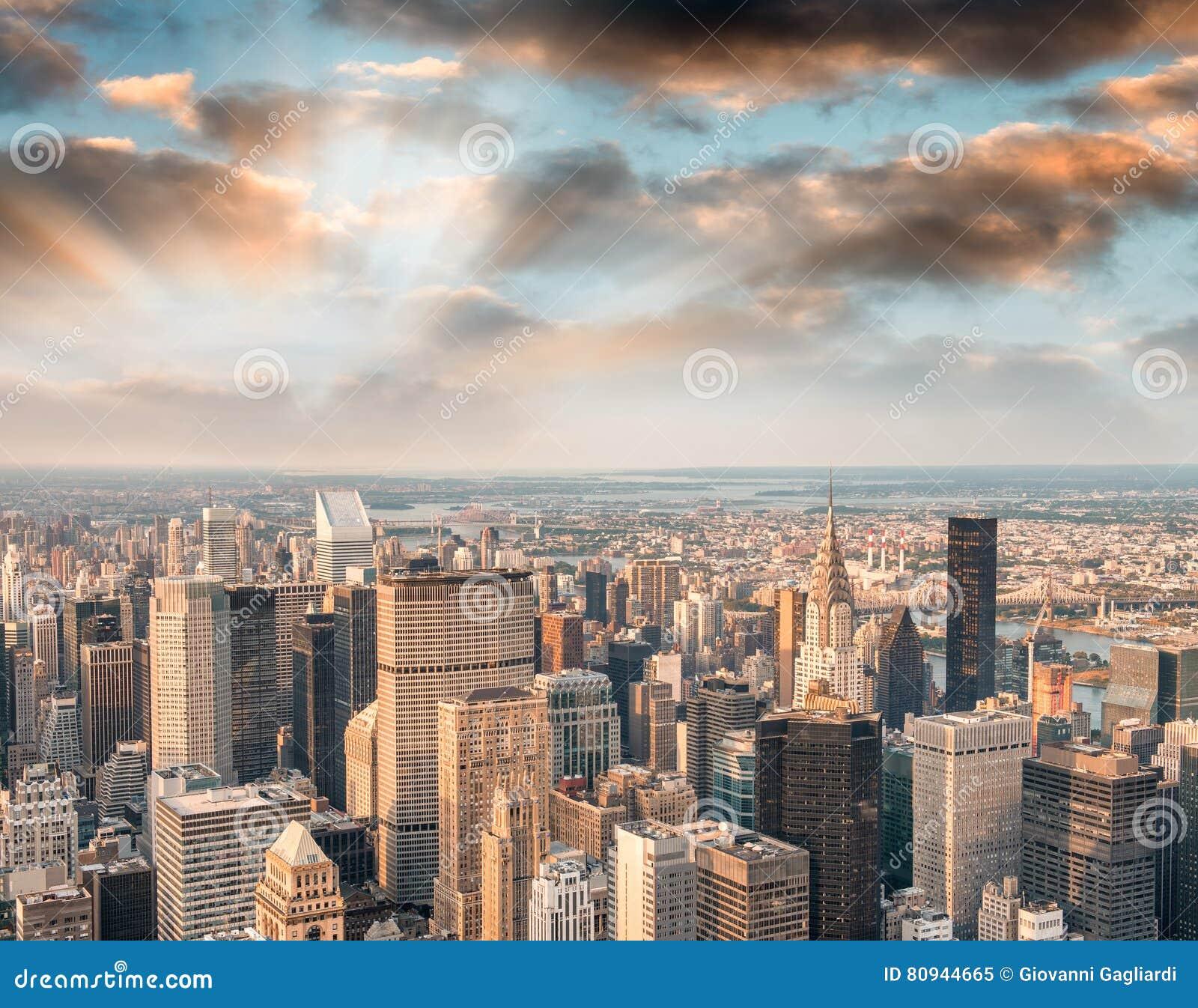 曼哈顿光在晚上,纽约鸟瞰图