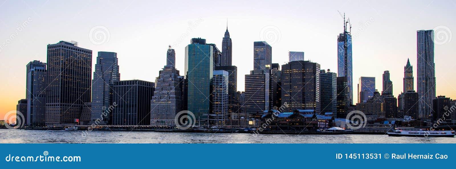 曼哈顿地平线日落的,结束对夜 好的看法从布鲁克林