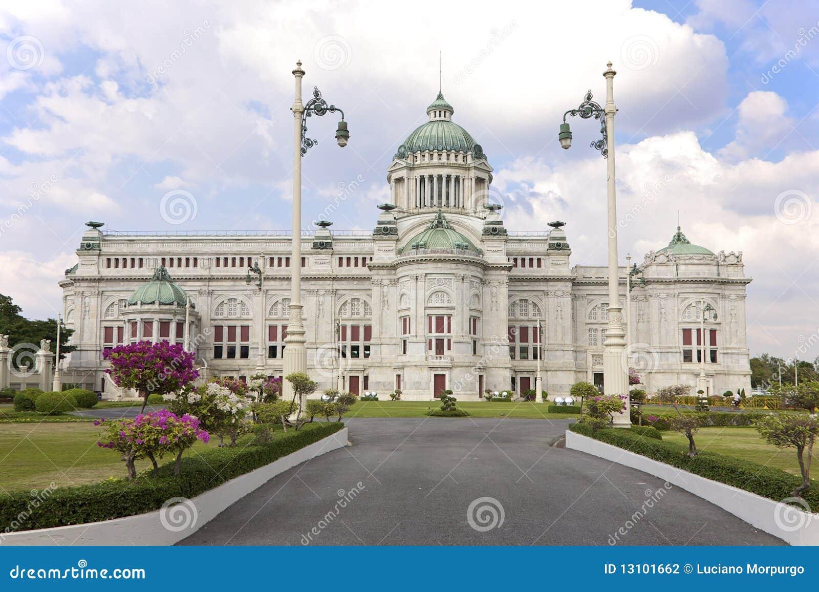 曼谷大厅王位