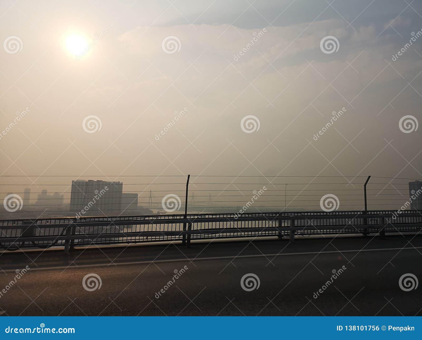曼谷泰国The天气isnot明亮的毒性烟今天上午