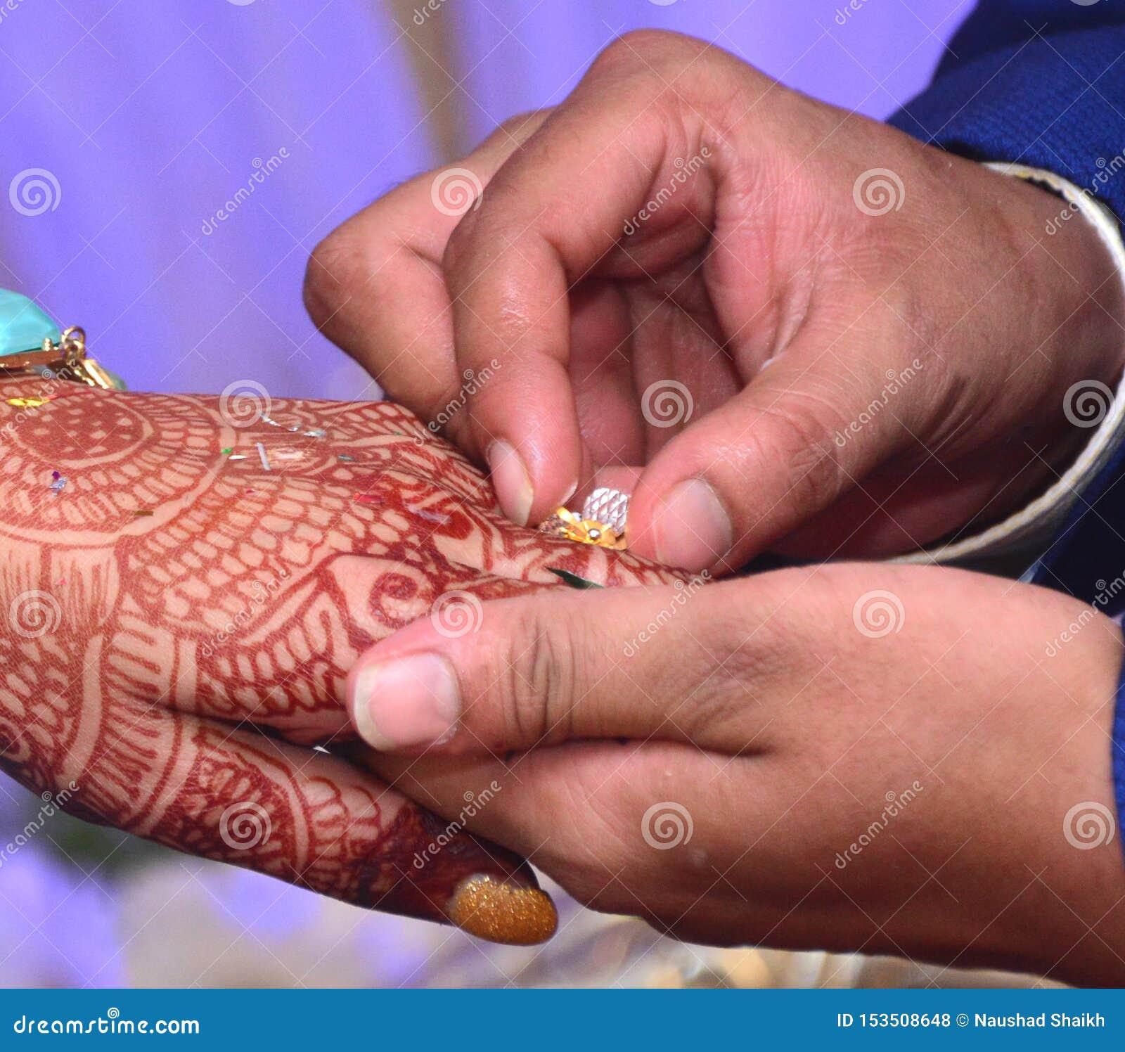 最佳的结婚戒指仪式照片