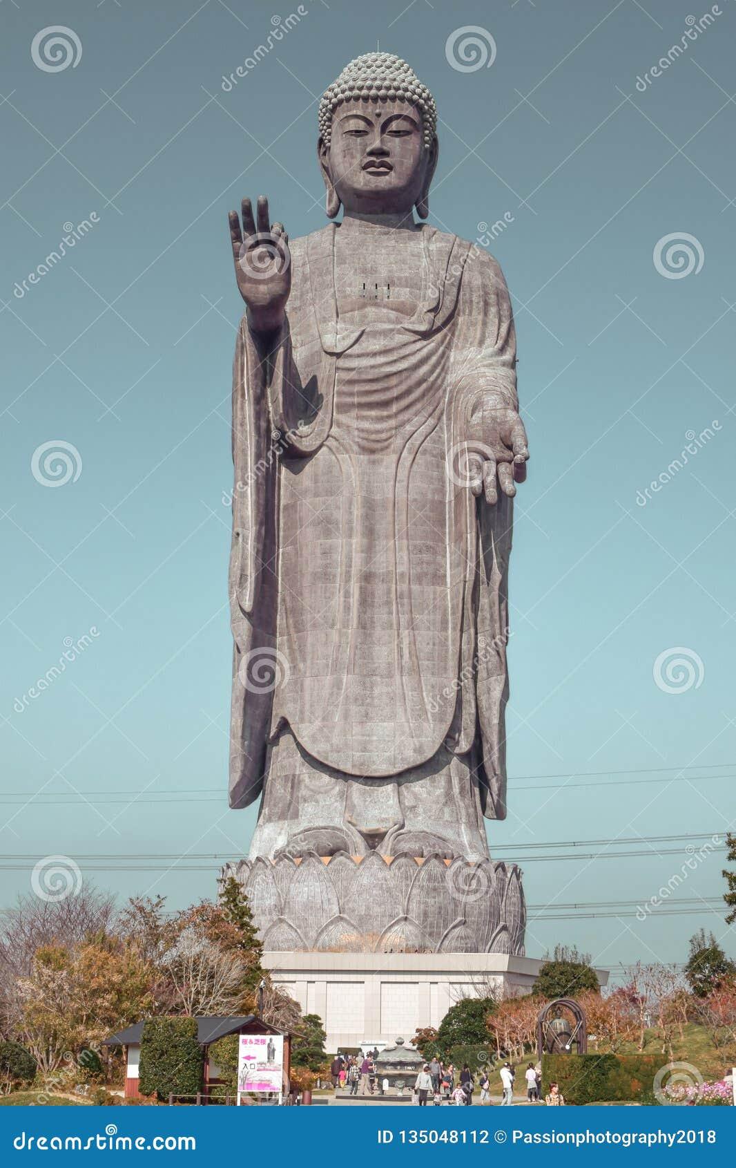 最大的雕象在日本牛久市Daibutsu