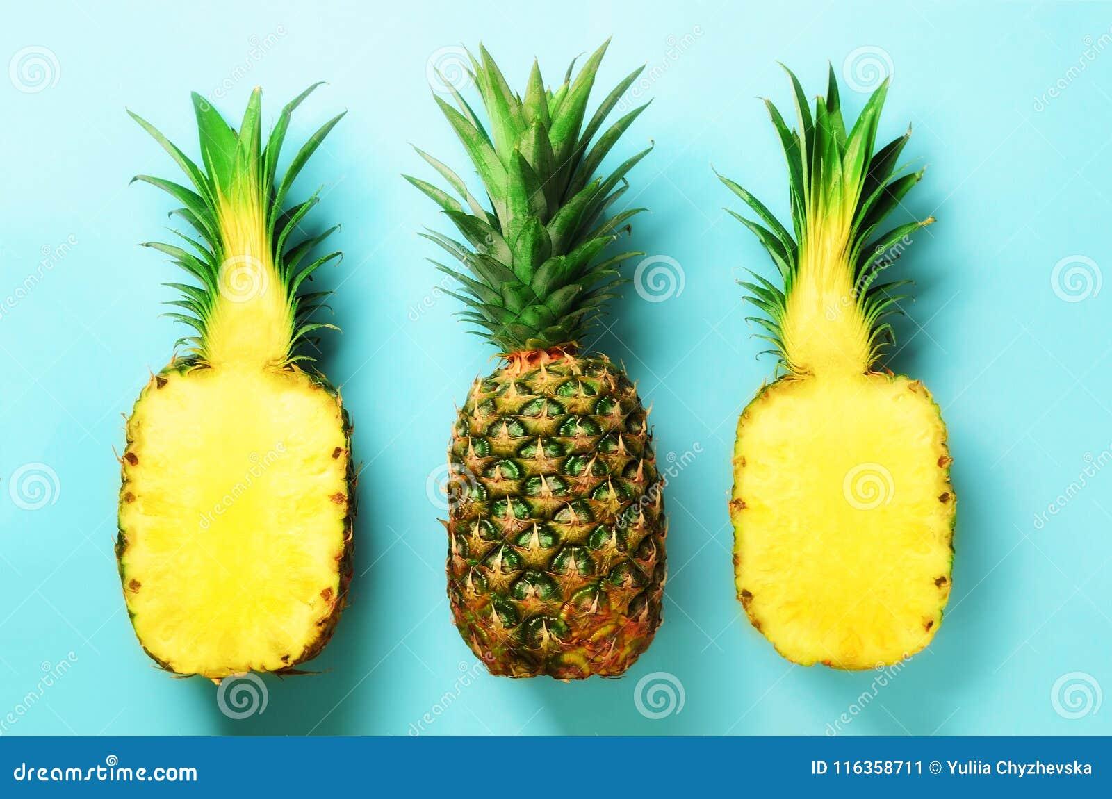 最小的样式的明亮的菠萝样式 顶视图 流行艺术设计,创造性的概念 复制空间 新鲜的菠萝