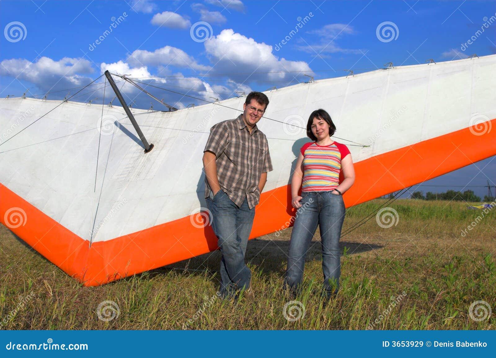 最近的对paraglide微笑的翼