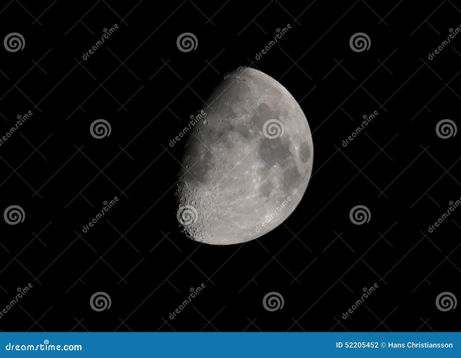 月亮月牙在10月,欧洲 库存照片 - 图片: 52205452图片
