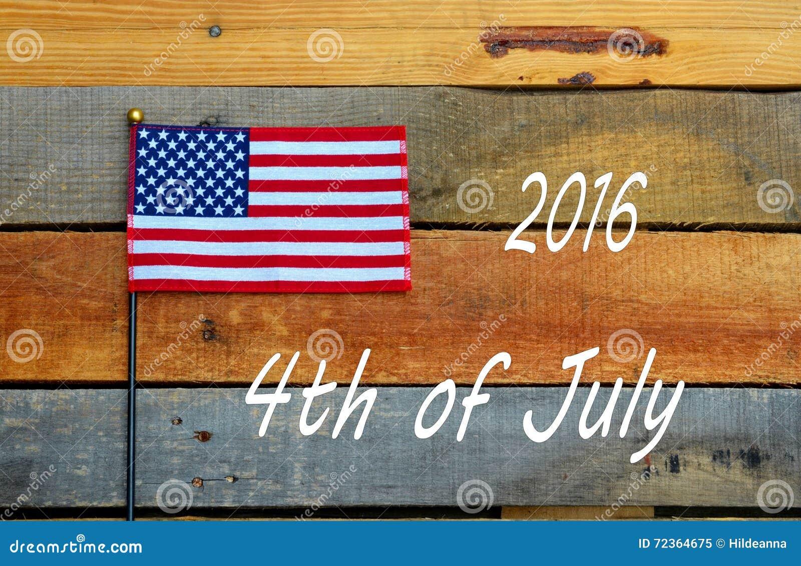 2016年7月第4,在板台木头的美国国旗
