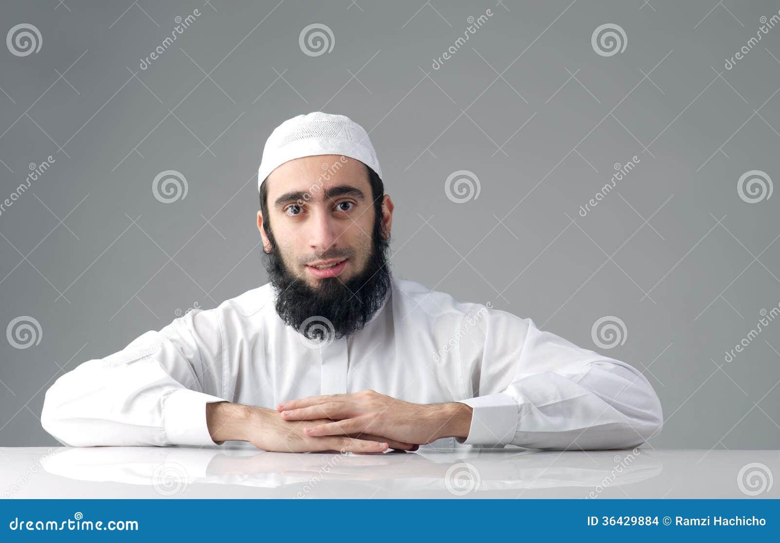 拉伯男人的性功能_有一个分蘖性胡子的阿拉伯回教人.