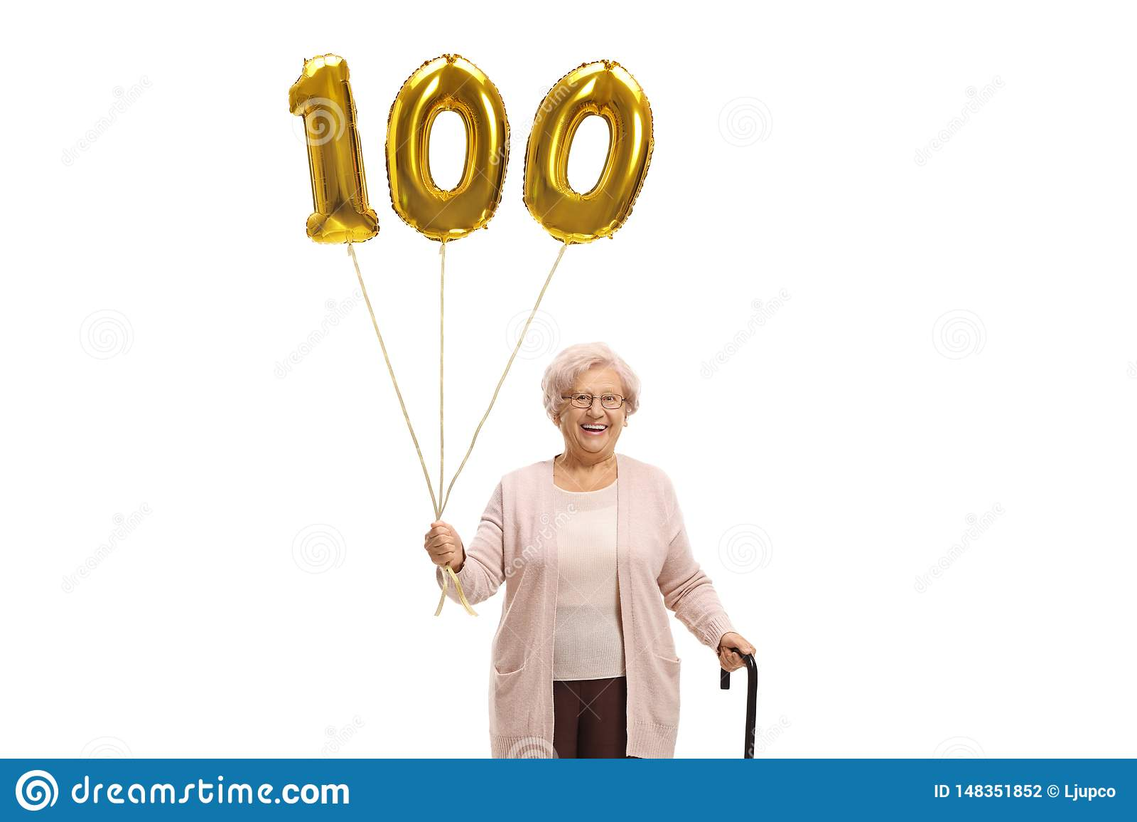 有一个金黄第一百气球和走的藤茎的老妇人