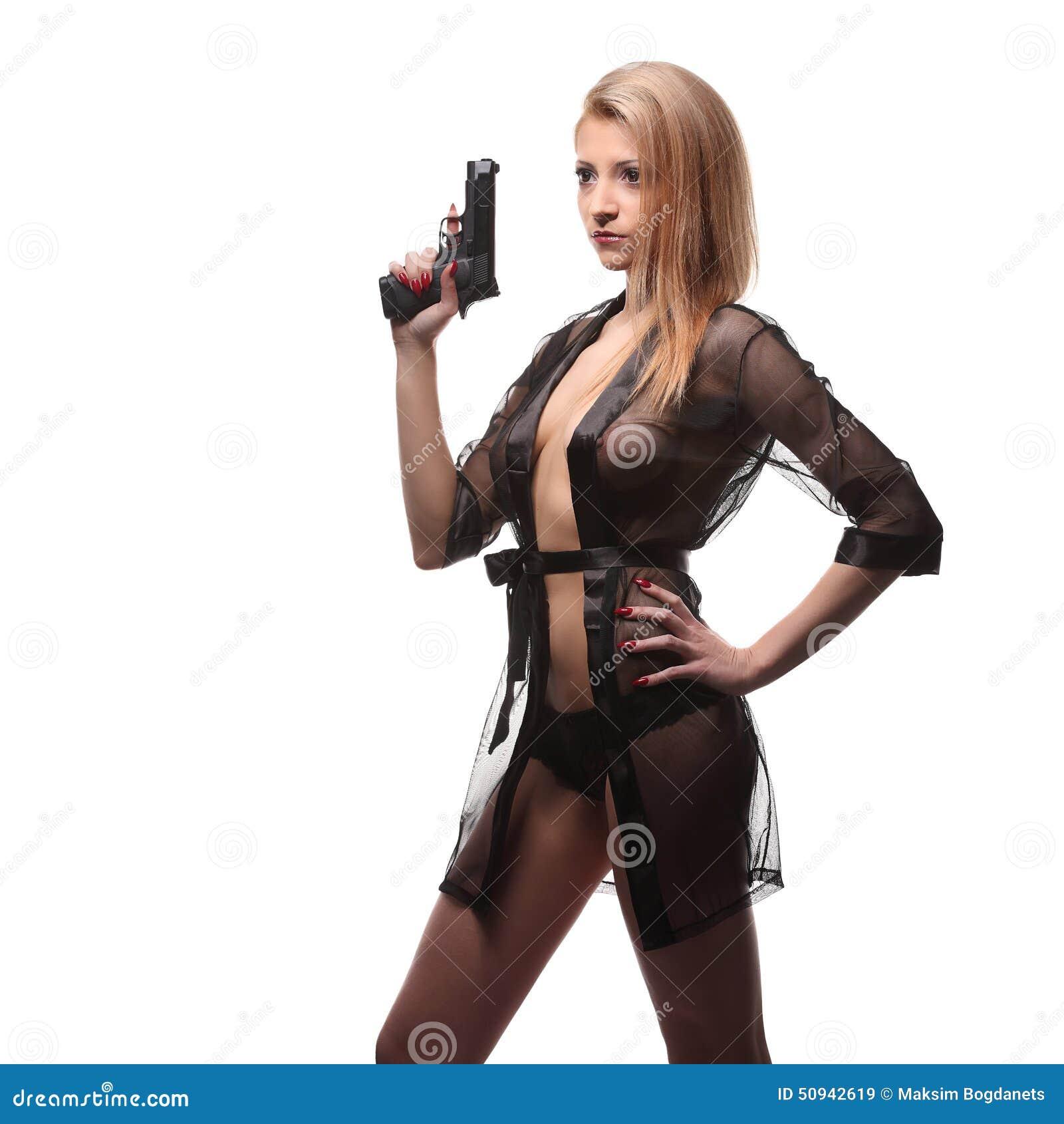有一杆枪的典雅的时髦的女人在手上