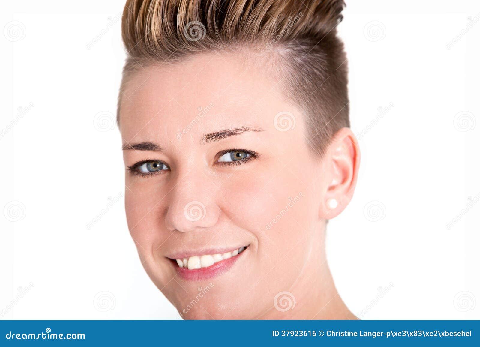 有一种现代发型的友好的妇女