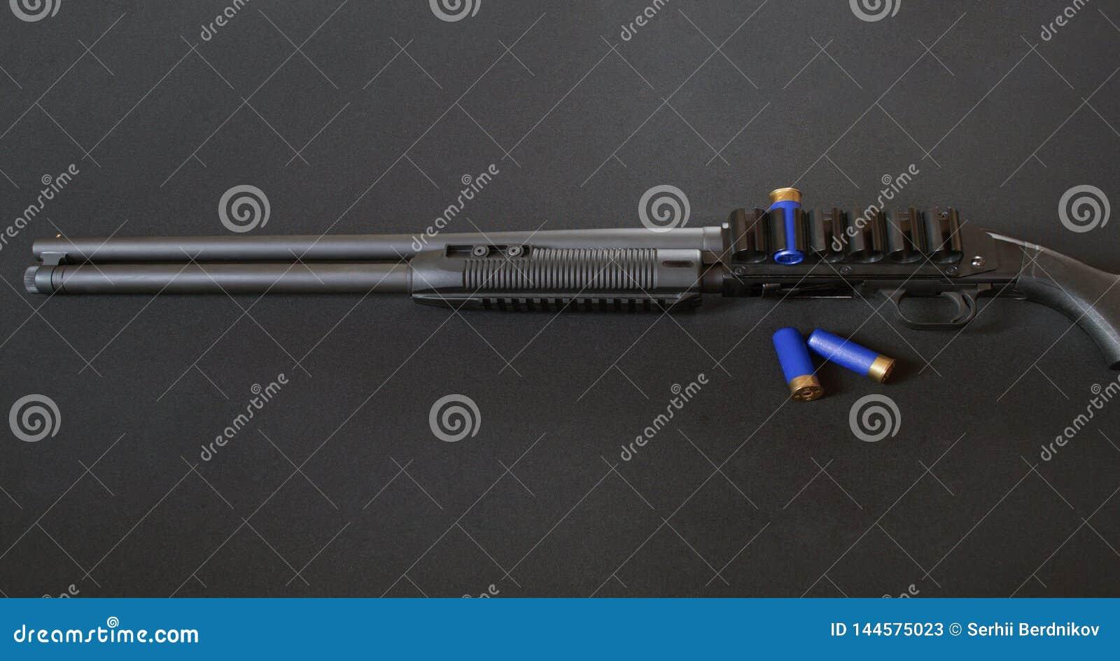 有两个回合的泵浦猎枪