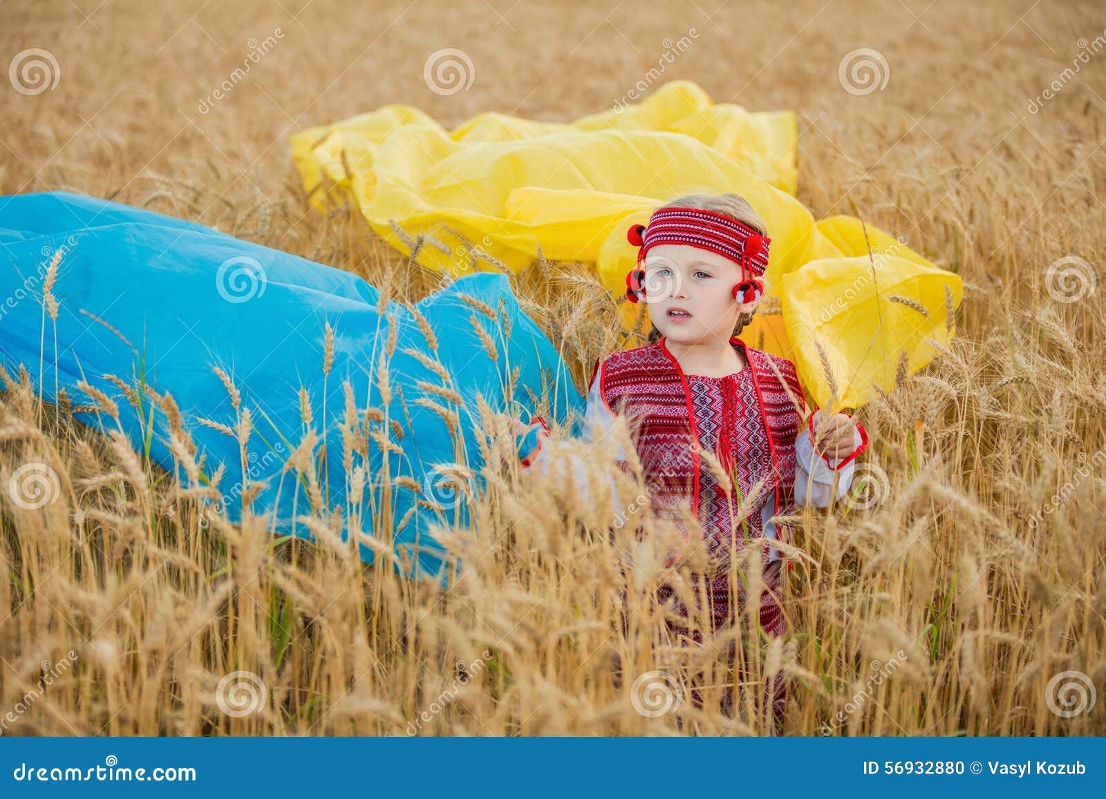 有乌克兰的旗子的女孩