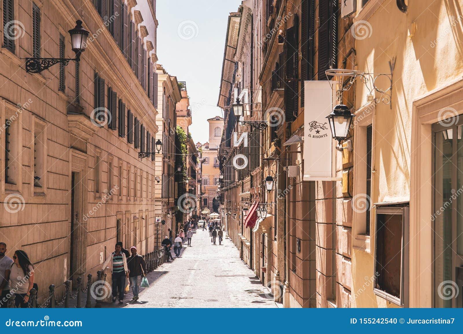 有人的街道在罗马的中心