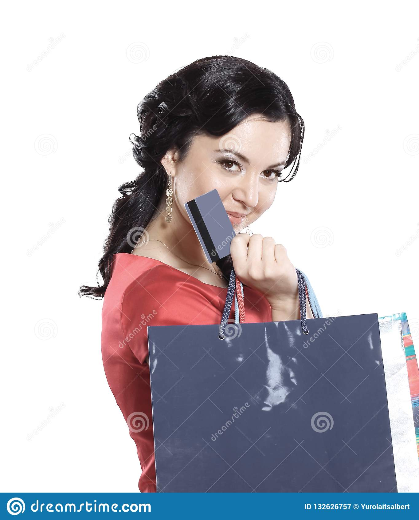 有信用卡的迷人的夫人 查出在白色