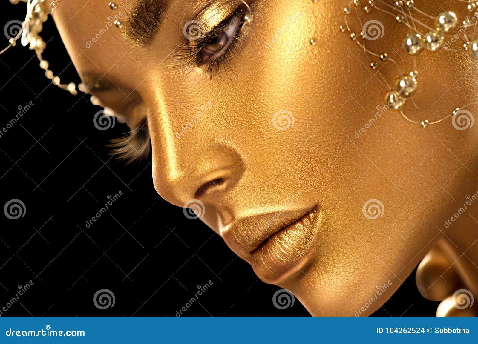 有假日金黄发光的专业构成的秀丽式样女孩 金首饰和辅助部件