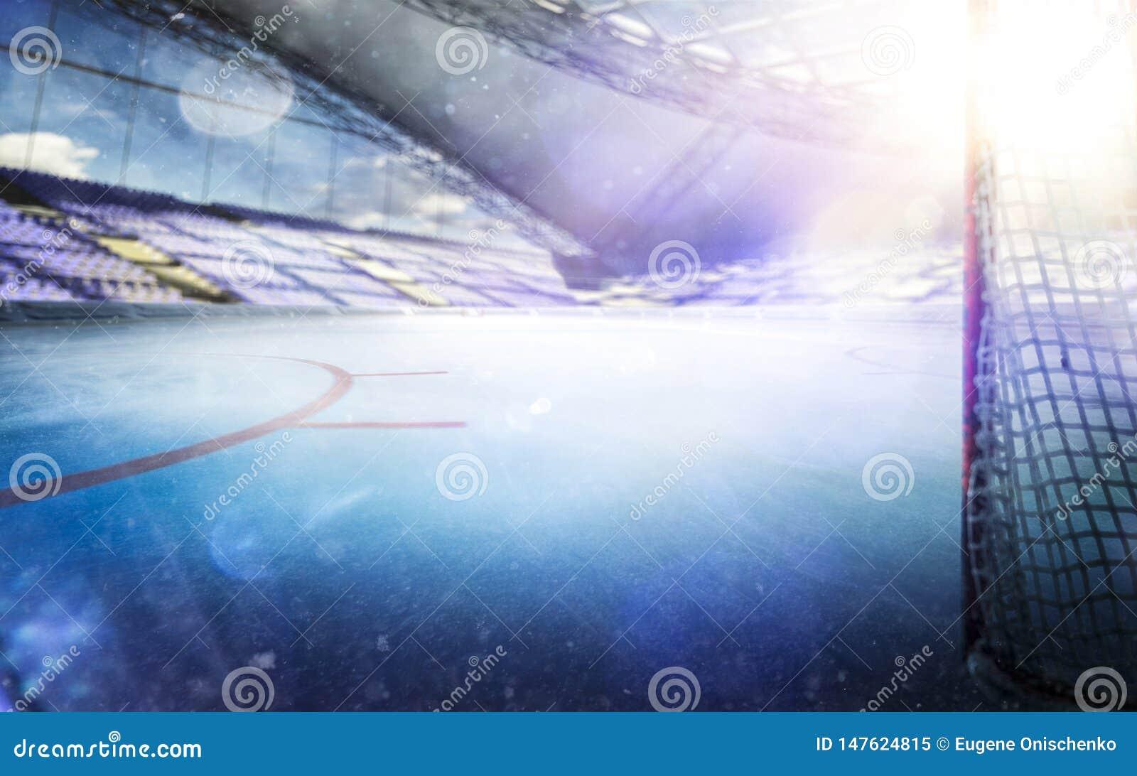 有光的冰球体育场拥挤和一个空的滑冰场