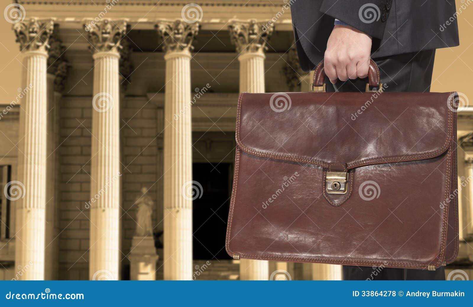 有公文包的一位律师