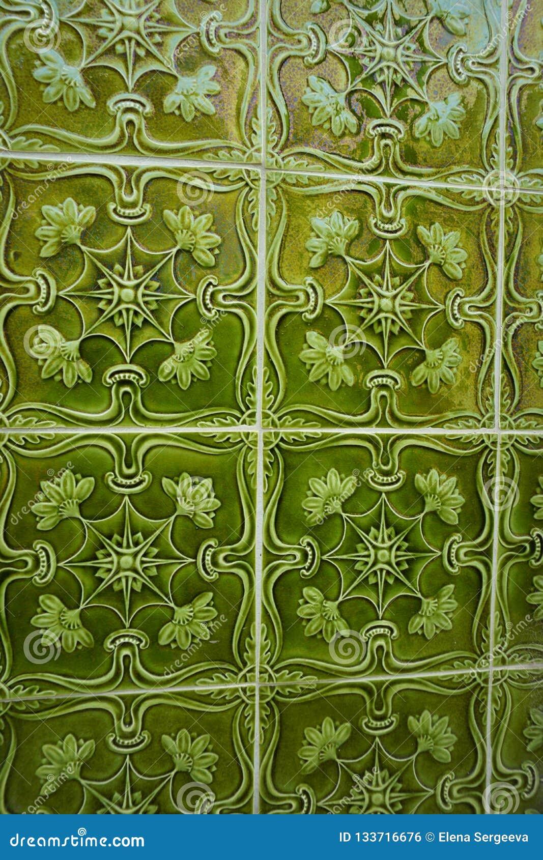 有凸面容量装饰品的绿色Azulejos瓦片