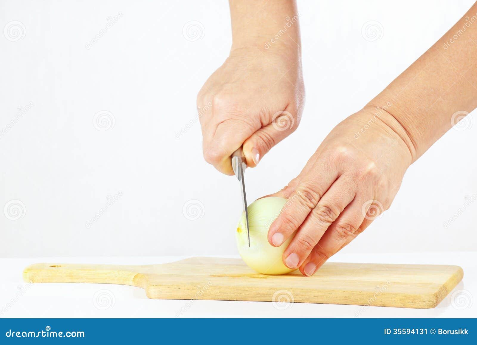 切了手的照片_有刀子的手切未加工的葱